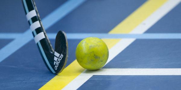 Hockey, 01-02-2015, Seizoen 2014-2015, Sporthallen Zuid Amsterdam, Landskampioenschappen ABC-jeugd Zaalhockey 2015, Meisjes C Gooische - Push stock bal stick